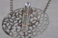 Collier met parfum- of ashanger, zilver goud safier, close up